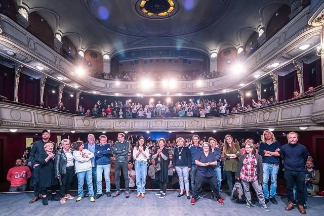 """""""Kino na Granicy"""", największe tego typu wydarzenie kulturalne na styku Polski i Czech, gromadzi od lat wielu gości krajowych i zagranicznych oraz tysiące widzów kinowych i uczestników licznych wydarzeń towarzyszących imprezie"""