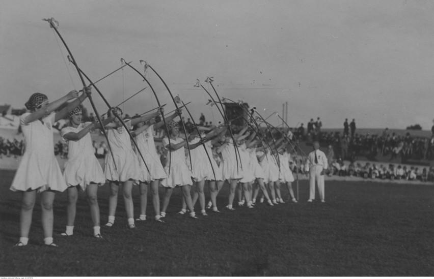 Stadion powstał przy otwartym w 1935 roku Domu Wychowania...