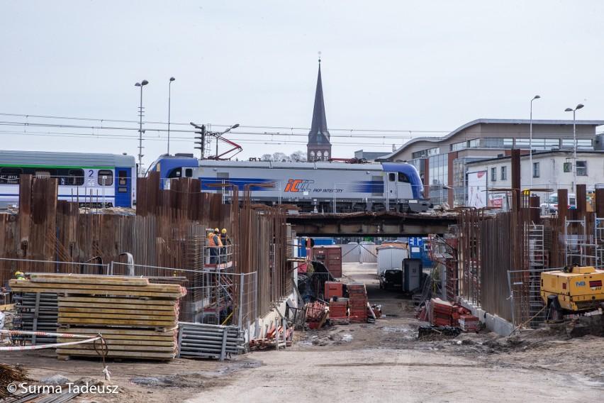 Wielka inwestycja kolei w Stargardzie. Postawią na nowo wiadukt, wyremontują perony, wymienią tory. Najnowsze zdjęcia