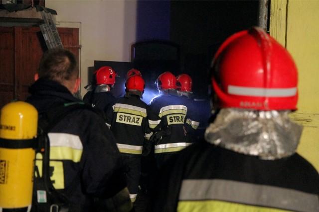 Pożar domu w podwrocławskich Siechnicach gasiło siedem zastępów straży.