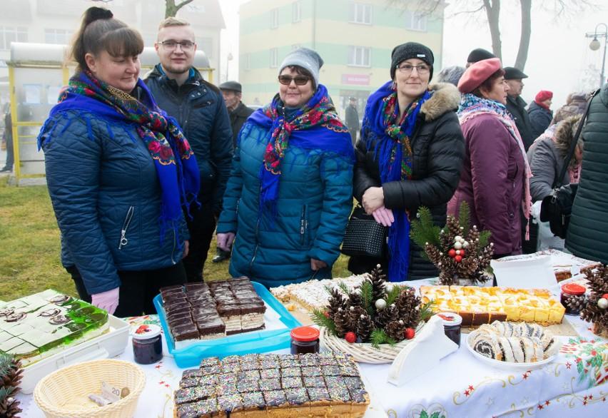 Świątecznie i pysznie na Rynku w Grębowie. Mieszkańcy gminy kolędowali na kiermaszu bożonarodzeniowym [ZDJĘCIA]