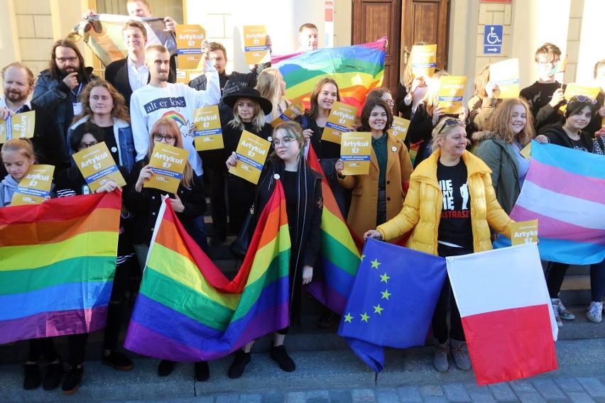 Demonstracja przeciwko próbie zakazania Marszu Równości w Lublinie (ZDJĘCIA, WIDEO)
