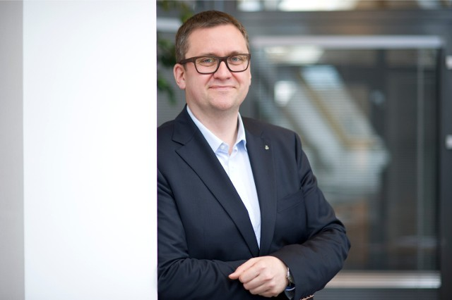 Jan Ołdakowski, ur. 1972, dyrektor Muzeum Powstania Warszawskiego, urzędnik, polityk, menedżer kultury i muzealnik, poseł na Sejm V i VI kadencji