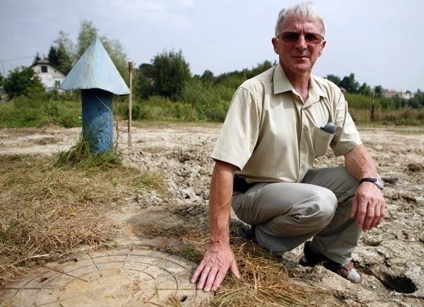 - Awaria w Zwięczycy została usunięta, woda w kranach nie zawiera już wapiennego osadu – mówi Władysław Opaliński z rzeszowskiego MPWiK
