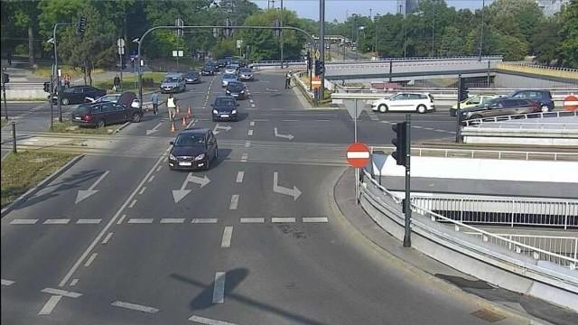 Wypadek na skrzyżowaniu ul. Żeromskiego i al. Mickiewicza miał miejsce w piątek, po godz. 7 rano. Zderzyły się tam dwa samochody osobowe.