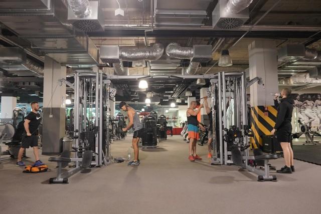Zdaniem autorów raportu jedynym sposobem, żeby naprawić obecną sytuację jest odmrożenie branży fitness.
