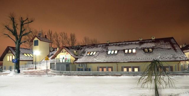Gminna Biblioteka Publiczna w Zielonkach zajmuje część pomieszczeń w budynku Centrum Integracji Społecznej