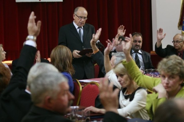 Radni jednomyślnie zaakceptowali wniosek o uzupełnienie regulaminu głosowania o niezgodny z prawem punkt.