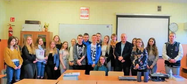 Pierwszoklasiści wzięli udział w dwugodzinnych wykładach doktora Mariana Szkodzińskiego
