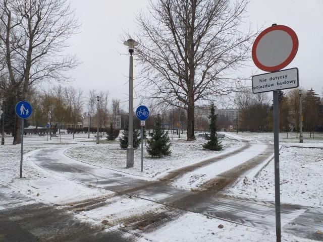 Pojazdy związane z inwestycją - budową nowego budynku miejskiego przedszkola na os. Widok - już tędy kursują