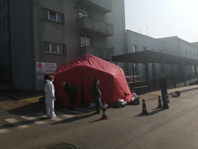 Oddział obserwacyjny powstał w Specjalistycznym Szpitalu Ducha Świętego w Sandomierzu. To miejsce, w którym osoby, od których pobrano próbki, pod opieką służb medycznych, będą oczekiwały na wynik testu.