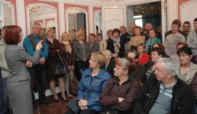 Na spotkanie z senator Heleną Hatką przyszło około 40 byłych i obecnych pracowników szpitala w Kostrzynie. Wszyscy od pięciu lat czekają na swoje zaległe pensje.