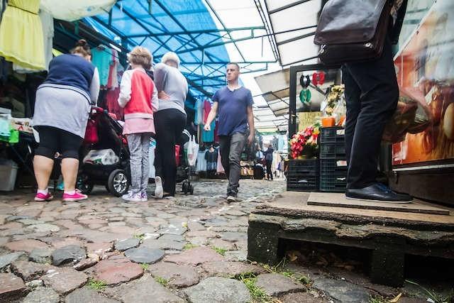 Jedną z najbardziej denerwujących rzeczy na placu piastowskim jest stan nawierzchni targowiska