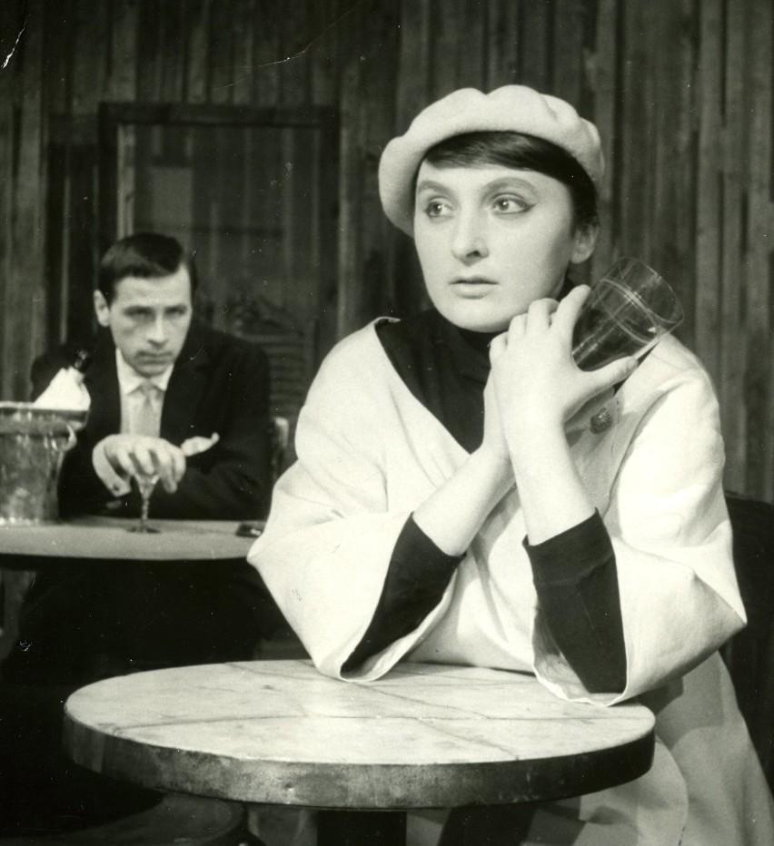 "W ""Zabawa jak nigdy"" W. Saroyan, w tle Edmund Fetting, Teatr..."