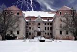 Pałac w Brodach zachwyca i... straszy? Zdjęcia oddają ten klimat. To po prostu trzeba zobaczyć!