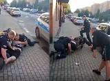 """Policjanci w Zabrzu obezwładnili mężczyznę. """"Panowie, on pije piwo 0,0"""". Nagranie policyjnej interwencji wywołało skandal"""