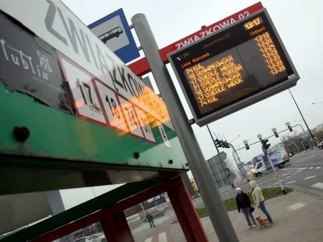 Elektroniczny system informacji pasażerskiej działa już m.in. w Lublinie, który także realizuje unijny program transportowy. Tam kosztem ponad 520 mln zł zakupiono 70 nowych trolejbusów i 100 autobusów. Miasto przebudowało także główne ulice i zbudowało 29 km tras na nową zajezdnię trolejbusową.
