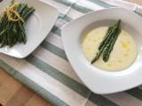 Zupa ze szparagów białych lub zielonych – przepisy. Sprawdzone, pyszne zupy szparagowe [PRZEPISY]