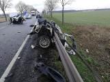 Poważny wypadek dwóch samochodów osobowych i autobusu na DK11. Kierowca w ciężkim stanie trafił do szpitala