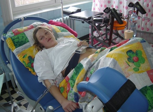 To łóżko jest przede wszystkim wygodne. Mogę nim sama sterować – mówi oczekująca na poród pani Monika z miejscowości Jeńki, w gminie Sokoły.