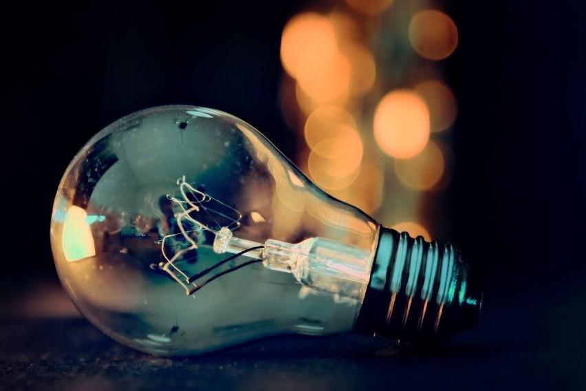 W najbliższych dniach mieszkańcy kilku miejscowości w naszym regionie muszą być przygotowani na przerwy w dostawie energii elektrycznej.Sprawdź listę planowanych wyłączeń.