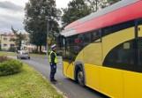 Babice. Kierowca MZK Oświęcim z pow. wadowickiego wiózł szkolnym autobusem 30 dzieci. Był pijany, został zatrzymany przez drogówkę
