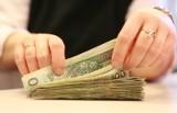 Średnia płaca w Polsce to równowartość już 1,3 tys. USD. W tym roku będzie jeszcze wyższa, bo...