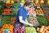 Kto zarabia najwięcej na sprzedaży owoców i warzyw - rolnicy, pośrednicy, czy sieci handlowe?