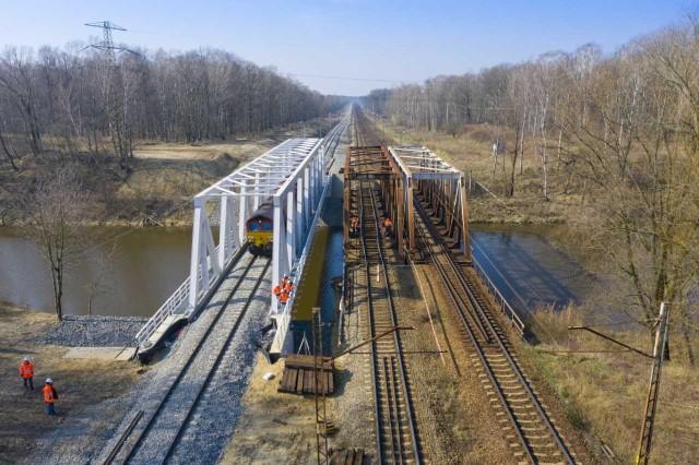 Most nad Kanałem Kędzierzyńskim przeszedł pomyślnie próby wytrzymałościowe.
