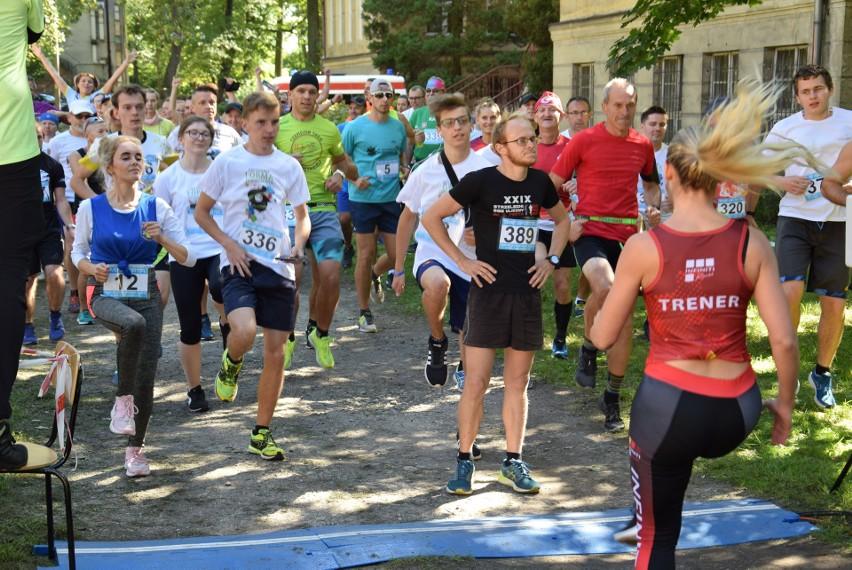 Niedzielny bieg odbył się na terenie parku przy Zespole Szkół nr 3 w Sławięcicach.
