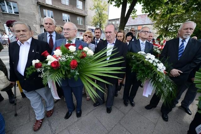 Obchody Czerwca'56: Złożyli kwiaty pod tablicą przy Bramie Głównej HCP