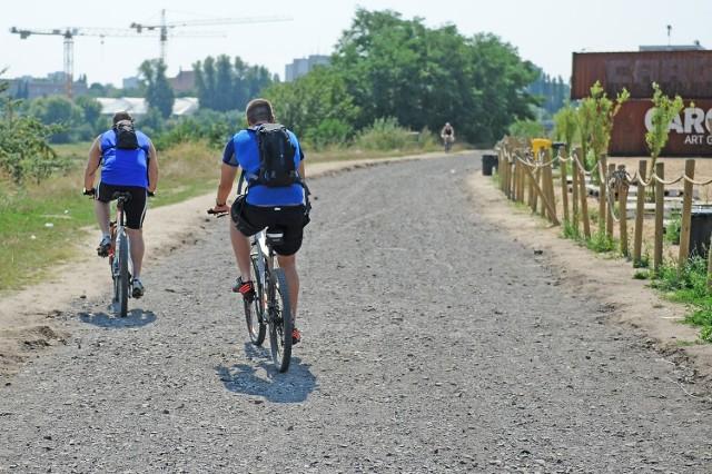 Wartostrada - trasa pieszo-rowerowa wzdłuż rzeki ma połączyć most Lecha z mostem Przemysła. Projekt realizowany jest od 2011 roku, w częście finansowy jest z budżetu obywatelskiego