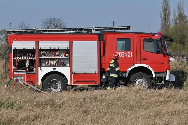 Przybyli na miejsce strażacy zneutralizowali zagrożenie.