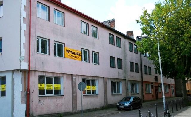 Budynek przy ul. Przejazdowej, w którym ma powstać 25 mieszkań komunalnych. Drugi przetarg na ich przebudowę został właśnie ogłoszony.