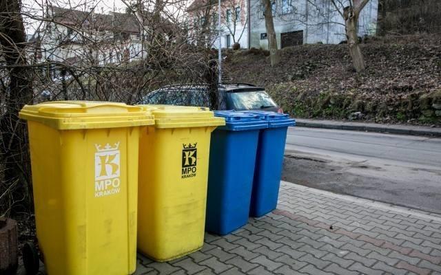 Od 1 kwietnia obowiązują nowe zasady segregacji odpadów. Przedstawiciele MPO sprawdzają, czy krakowianie właściwie stosują się do przepisów. Przygotowali również specjalny poradnik, by mieszkańcy nie pogubili się w nowych przepisach.