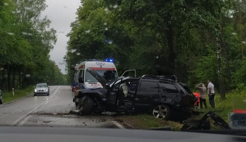 Wojszki. Wypadek na DK19. Samochód uderzył w drzewo i...