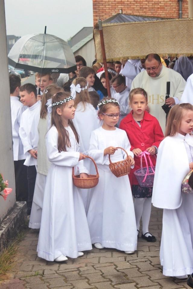 Boże Ciało 2016 w Tychach, w parafii św. o. Pio