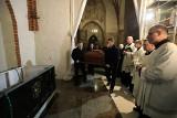 Ekshumacja i ponowny pochówek biskupa Adolfa Szelążka