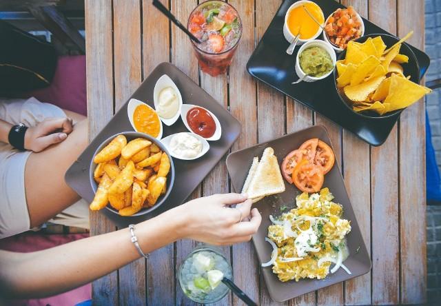 Trezo Restaurant & Cafe BarRodzaj kuchni: kuchnia polska, środkowoeuropejska, wschodnioeuropejska Adres: ul. Miodowa 33, Kazimierz Telefon: 508 630 644e-mail: biuro@trezo.pl