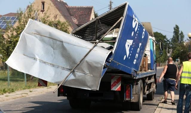 Kierowca ciężarówki, która zahaczyła o wiadukt dostał mandat i punkty karne