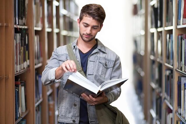 W wykazie najpopularniejszych kierunków studiów, przygotowanym przez ministerstwo nauki brano pod uwagę te, na które w rekrutacji na rok akademicki 2020/2021 zgłosiło się powyżej 8 tysięcy kandydatów. Ranking dotyczy studiów stacjonarnych I stopnia i jednolitych studiów magisterskich.