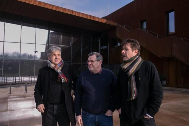 Architekci Piotr Lewicki i Kazimierz Łatak oraz dyrektor Janusz Jarczyński w Hali 100-lecia Cracovii