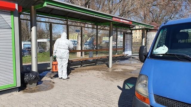 - W trosce o bezpieczeństwo pasażerów MPK Lublin dezynfekuje przystanki komunikacji miejskiej – wyjaśnia Opasiak