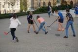 Jak spędzić wakacje w Poznaniu? Skorzystaj z programu Trener Osiedlowy. Zajęcia rekreacyjno-sportowe są bezpłatne