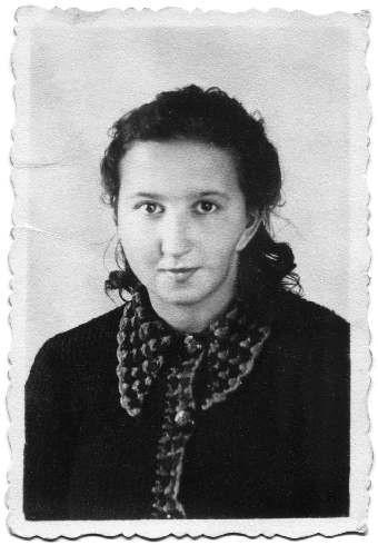 Danuta Siedzikówna w 2006 roku została odznaczona pośmiertnie Krzyżem Komandorskim Orderu Odrodzenia Polski.