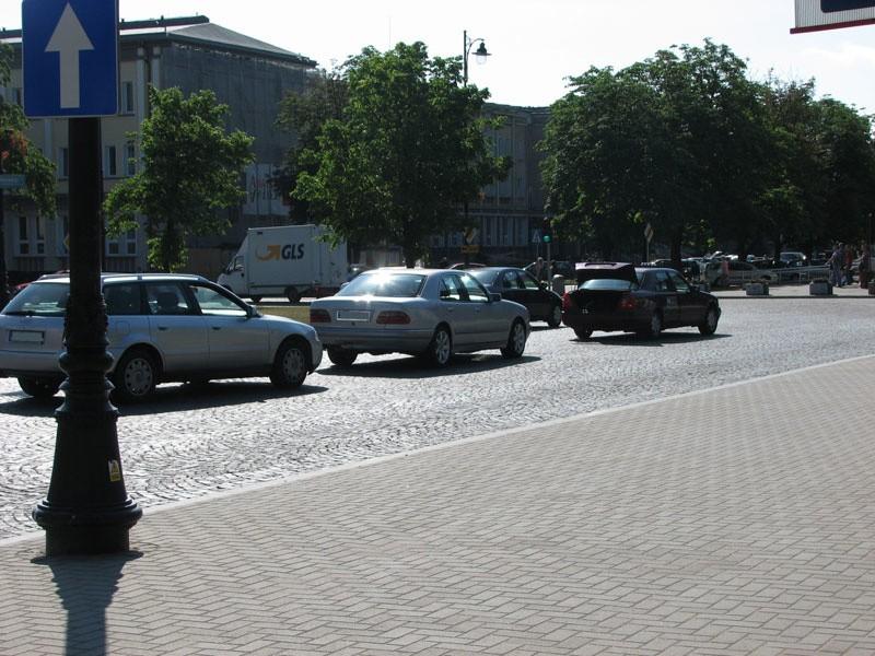 Zderzenie na Placu Uniwersyteckim...