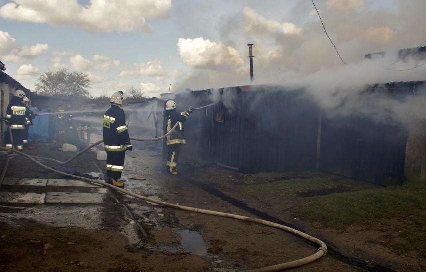 We wtorek (14 kwietnia) doszło do pożaru w miejscowości Borzęcino (gmina Dębnica Kaszubska). Spłonęły komórki gospodarcze należące do mieszkańców miejscowości. Z pożarem walczyło kilka zastępów straży pożarnej.