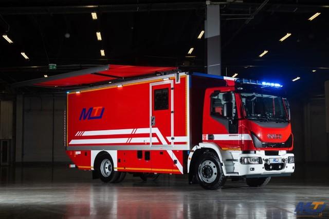 Do kilkunastu komend Państwowej Straży Pożarnej w całym kraju trafią specjalistyczne wozy służące do przewozu sprzętu ochrony układu oddechowego.