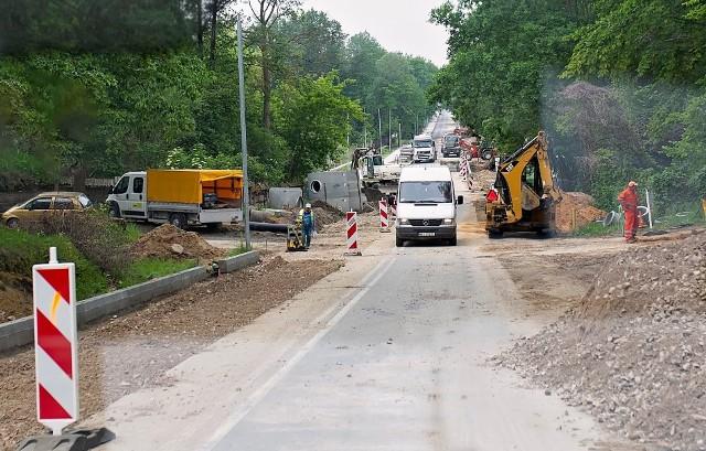 Na ulicy Szydłowieckiej są duże utrudnienia w ruchu. Trwają tam prace ziemne i drogowe.