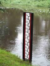 Przekroczony stan alarmowy na rzece Kamiennej w Wąchocku, jedyny w Polsce